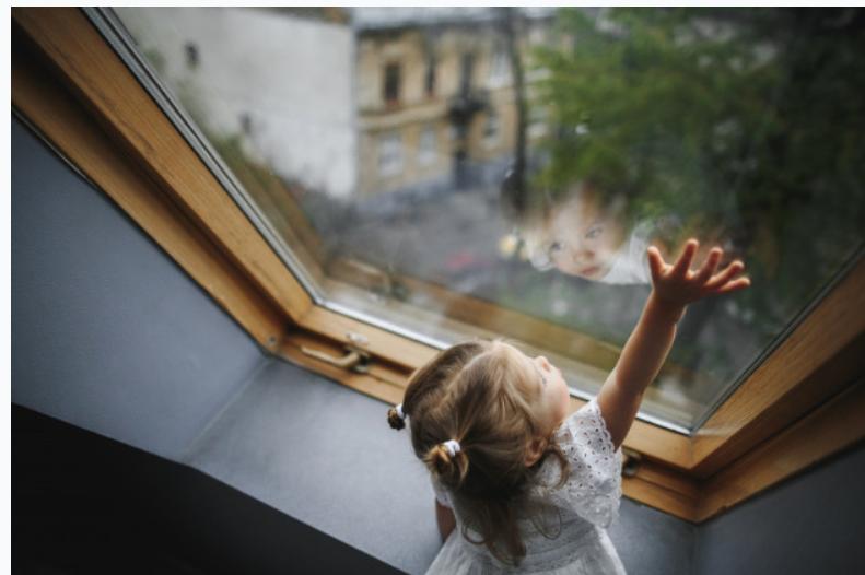 Cum Să Vorbești pe Înțelesul Copilului Tău despre Coronavirus și Să-i Reduci Anxietatea