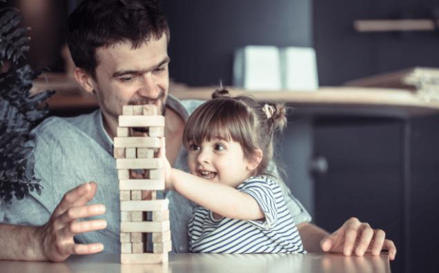 5 Tehnici ca să crești încrederea în sine a copilului tău, astfel încât să nu devină un adult complexat și nefericit cu propria-i viață